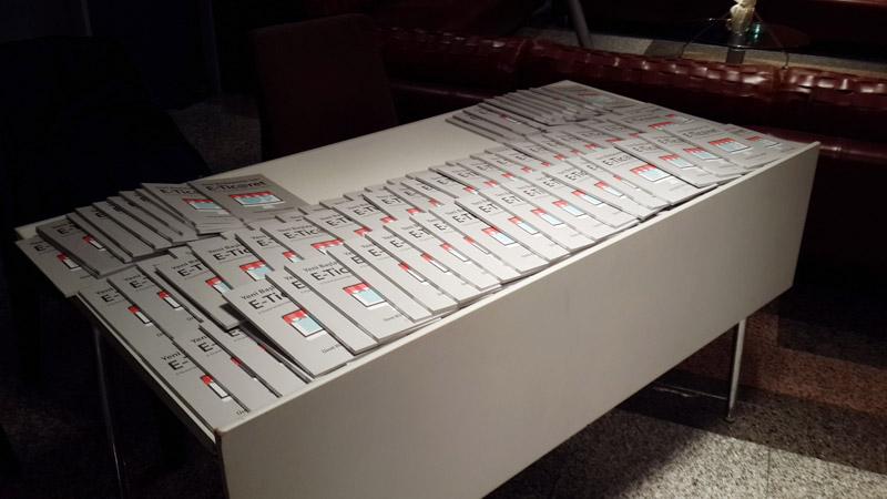 Etkinlik öncesi katılımcılara dağıtılacak olan kitapların standı