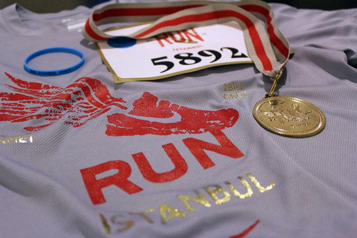 Nike Run İstanbul 2013 tişörtüm ve bitirme madalyam